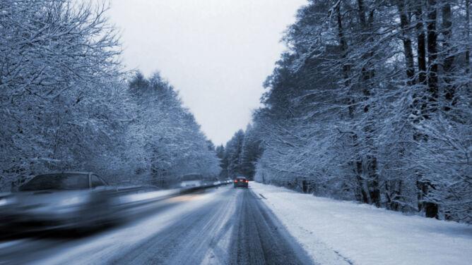 Śnieg i marznący deszcz. Kierowców czeka ciężki dzień