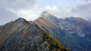 Śnieg w górach, bociany też już odleciały. Pierwsze zwiastuny zimy?